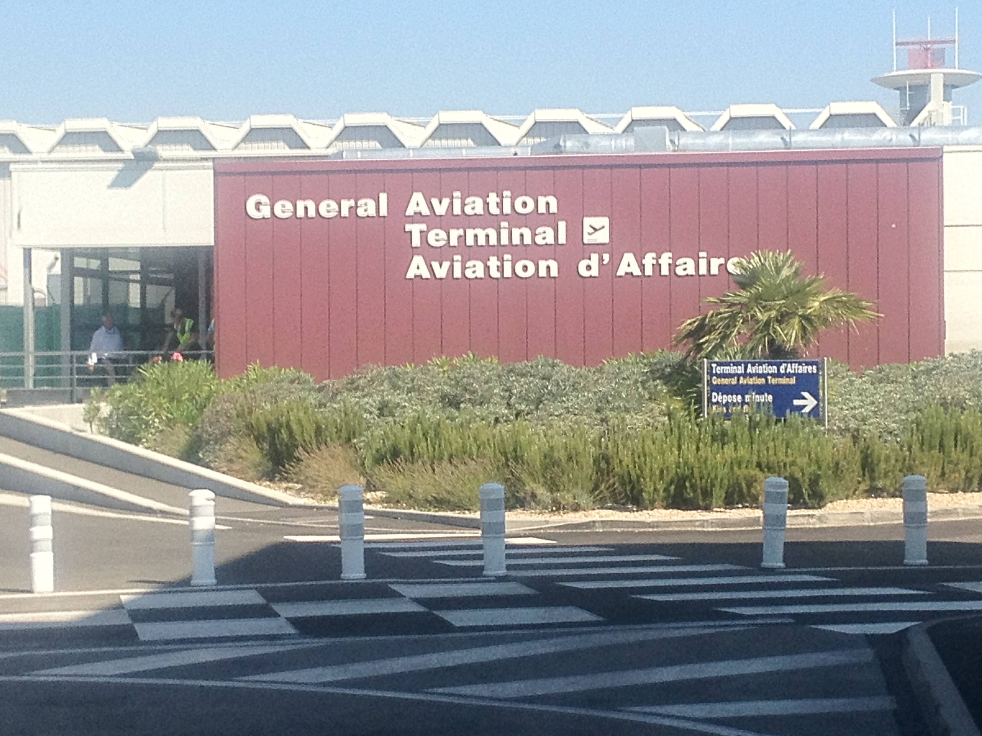 Book your private taxi or limousine Nice Airport General Aviation terminal